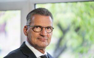 Tholen vindt nieuwe predikant in ds C. van Ruitenburg