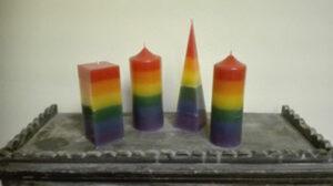 Brand een regenboogkaars in uw kerk