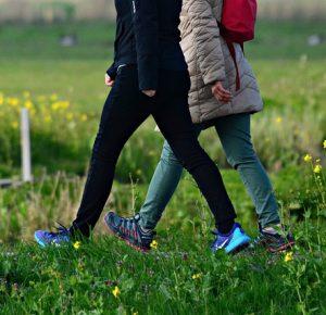 JOTA Oostburg wandelt, eet, komt bijeen en maakt vredesduiven in de Vredesweek